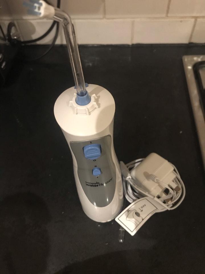 Electric flosser