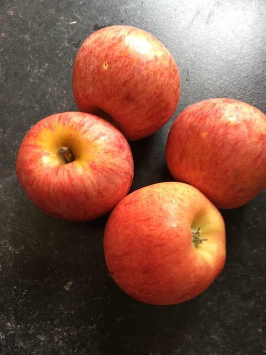 2 bags 4 apples