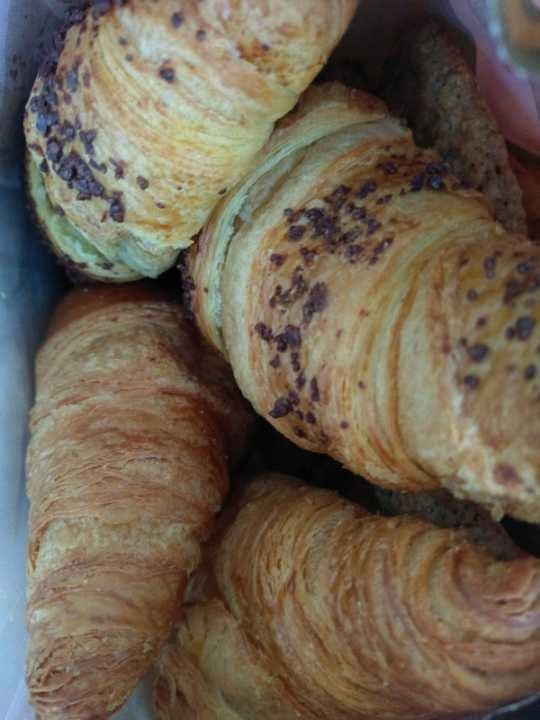 mixed pastries/buns/bread