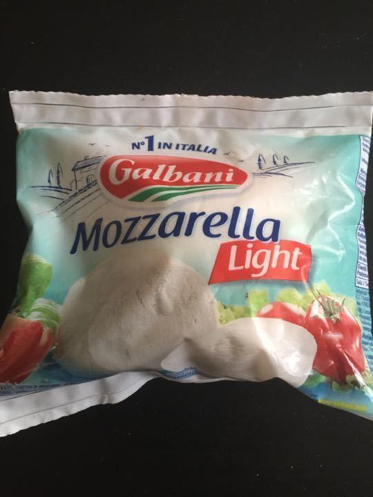 Light mozzarella Use by 13/07/16