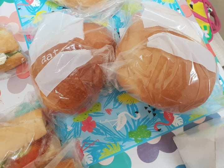 2 white rolls