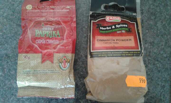 Paprika and cinnamon powder