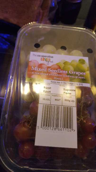 Mixed seedless grapes