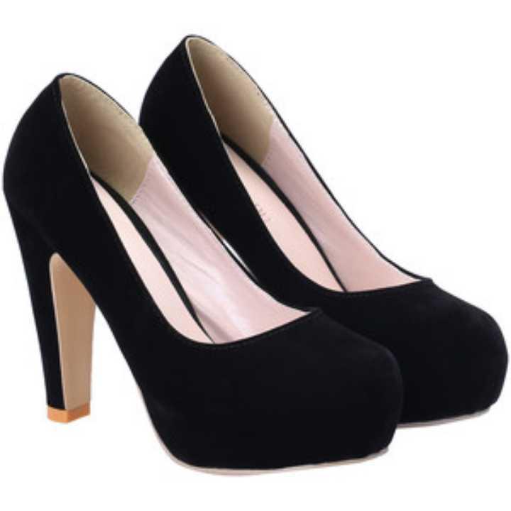 Black high heels size 6