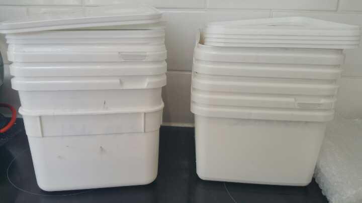 Plastic food storage tubs with lids