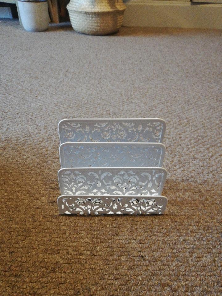 Letter/card holder