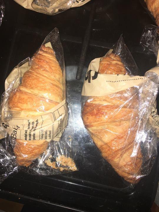 2 fresh croissants