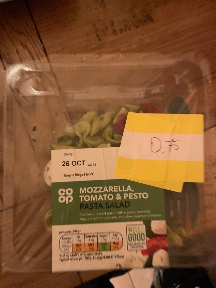 mozarella tomato and pesto pasta  salad