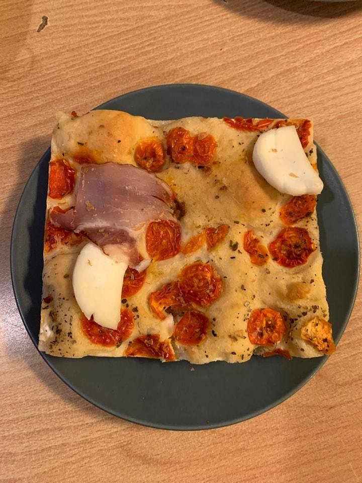 Mozzarella ham tomato bread