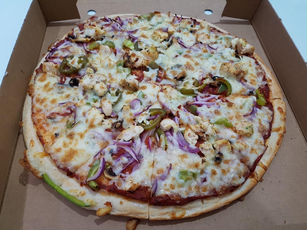 Chicken veg pizza
