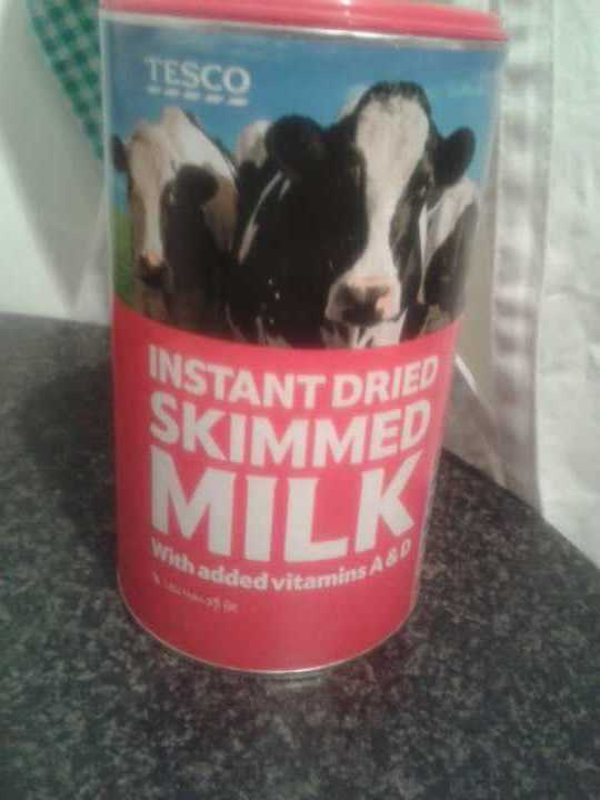Instant dried skimmed milk