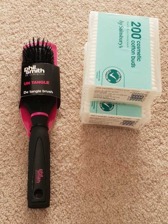 Detangle brush and 2 boxes of cotton buds