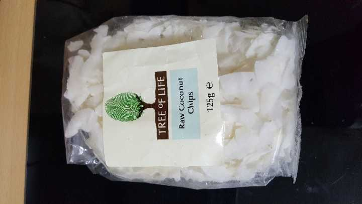 Raw coconut chips