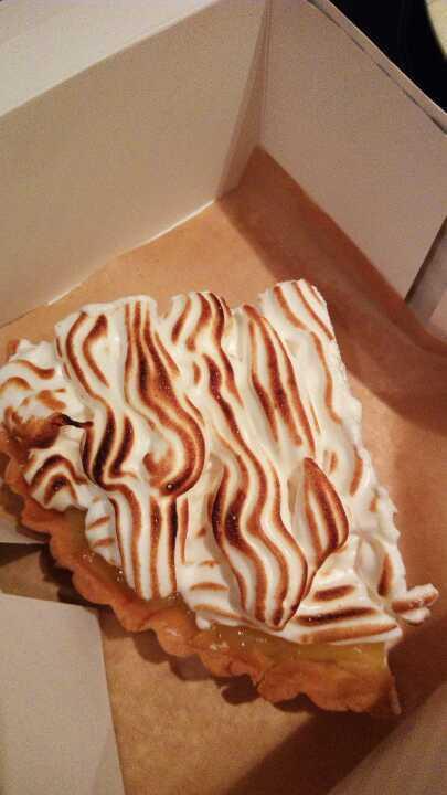 Lemon curd meringue pie