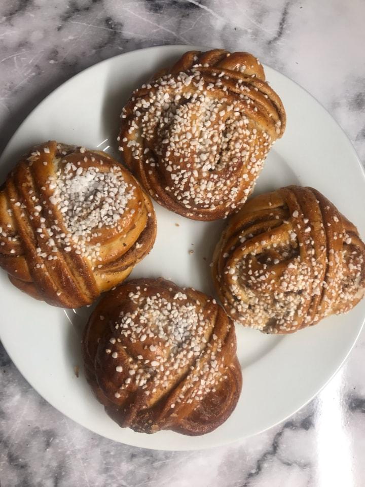 Cinnamon buns (14/4)