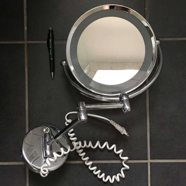 magnification lighted mirror (for shaver socket)