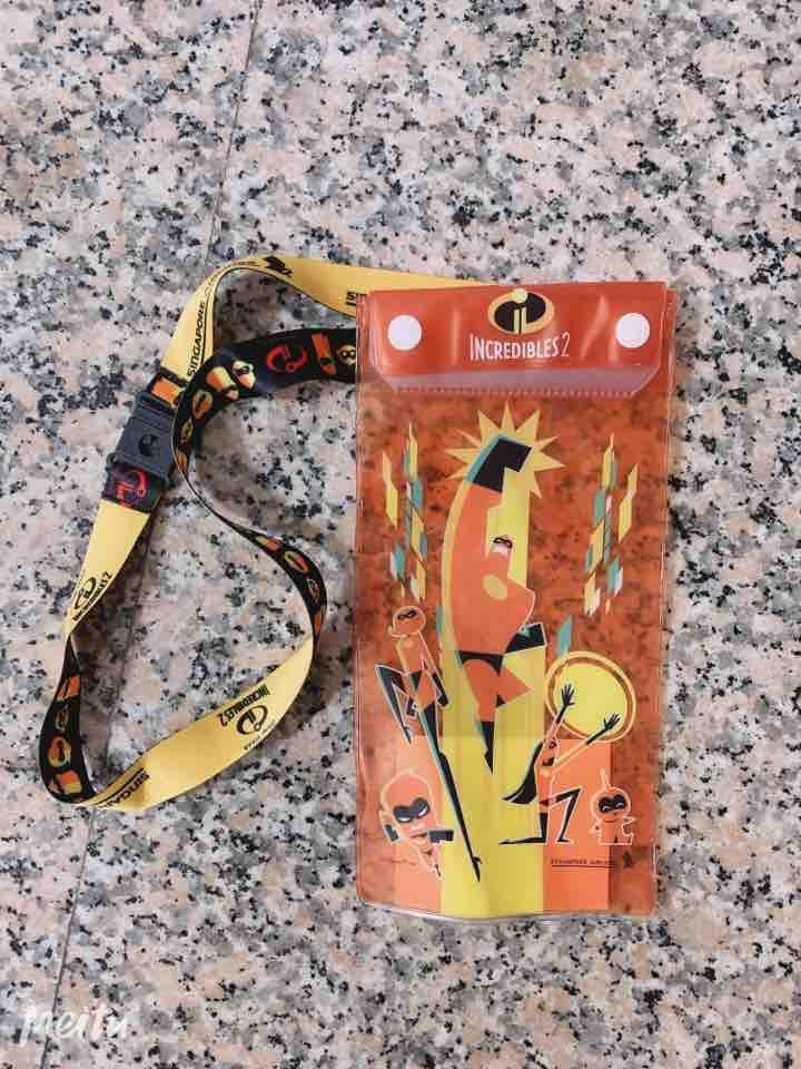 Incredibles 2 pouch with sling