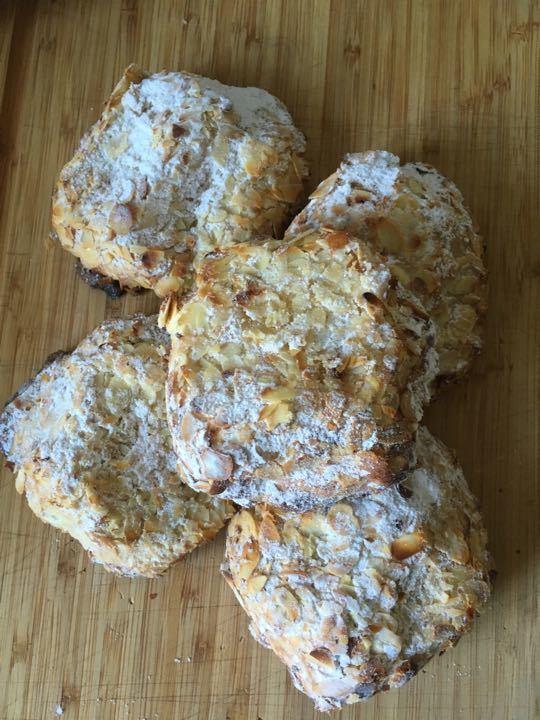 Almond croissants (5)