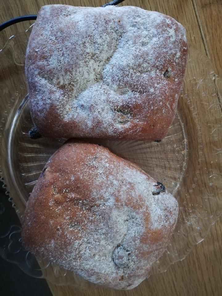 2 Raisin buns from 02.05 Non Solo Bar