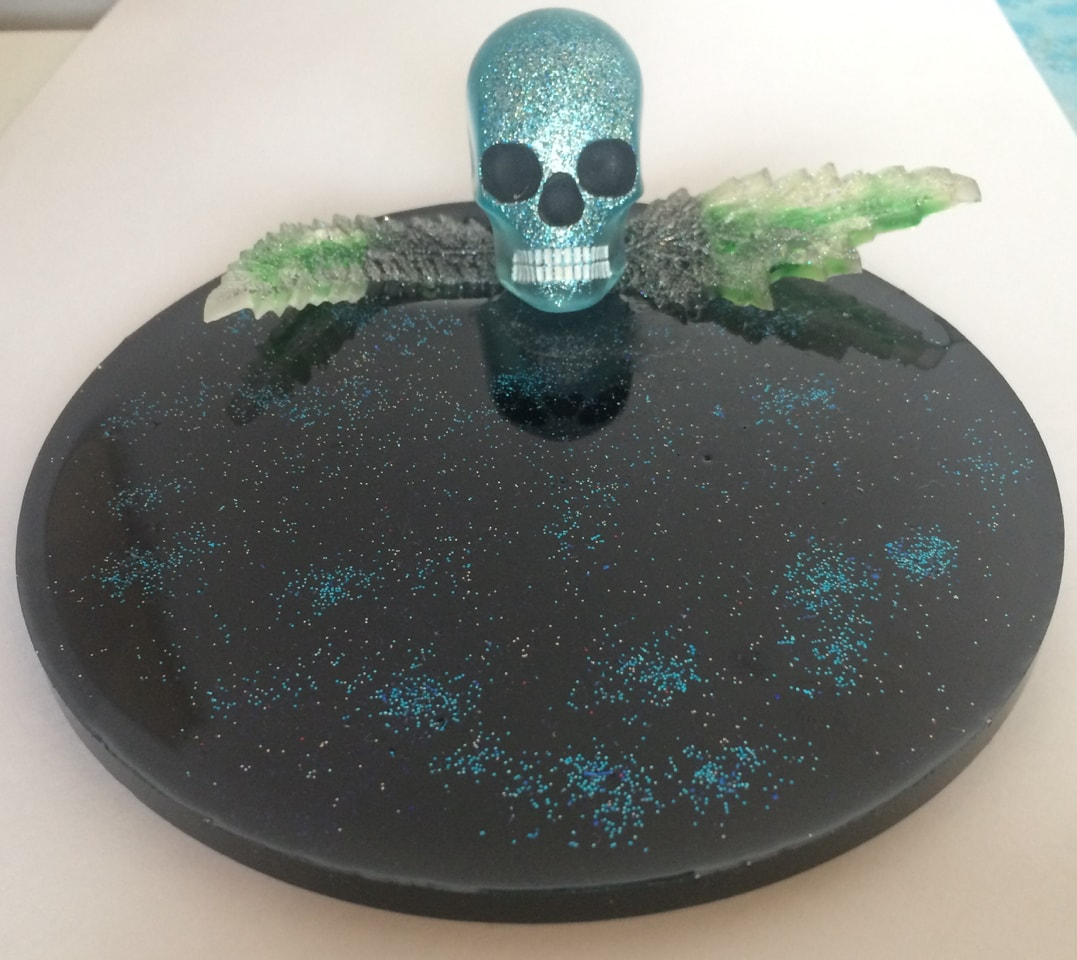 Reduced!! Skull decorative plate