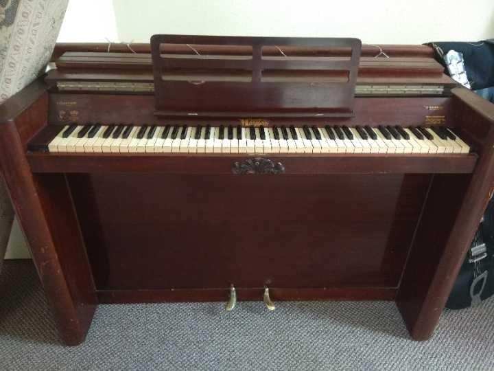 Beautiful eavestaff mini piano free to good home