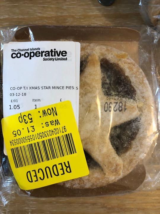 Giant mince pie
