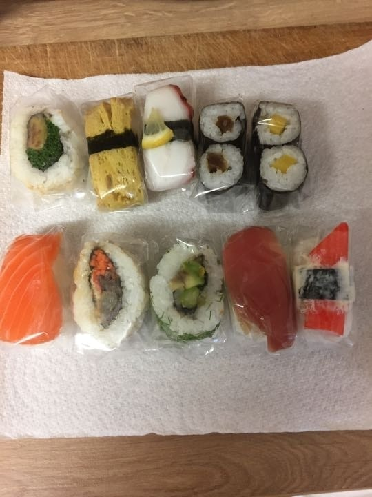 10 pieces mixed sushi
