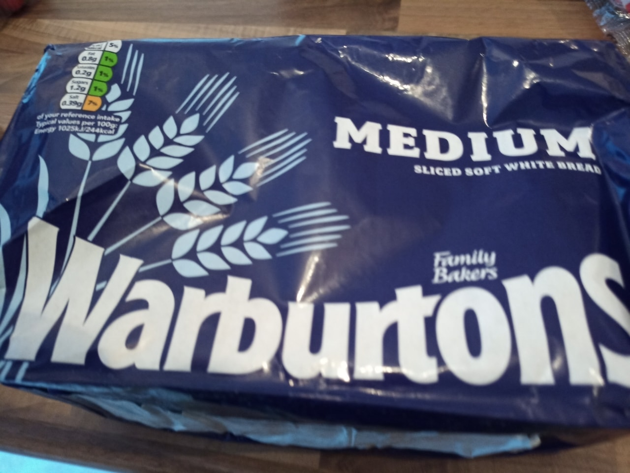 Warburtons white sliced 800g loaf