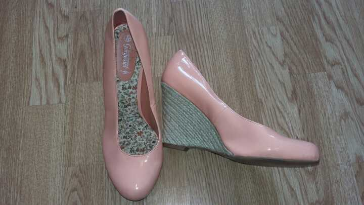 Size 9 coral peach wedges brand new