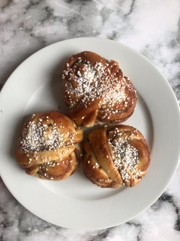 Fresh cinnamon  buns  (18/5)
