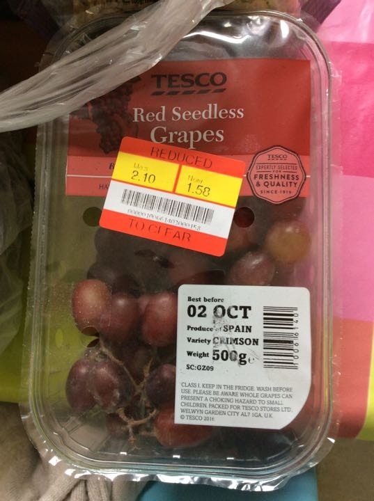 Red seedless grapes x 2