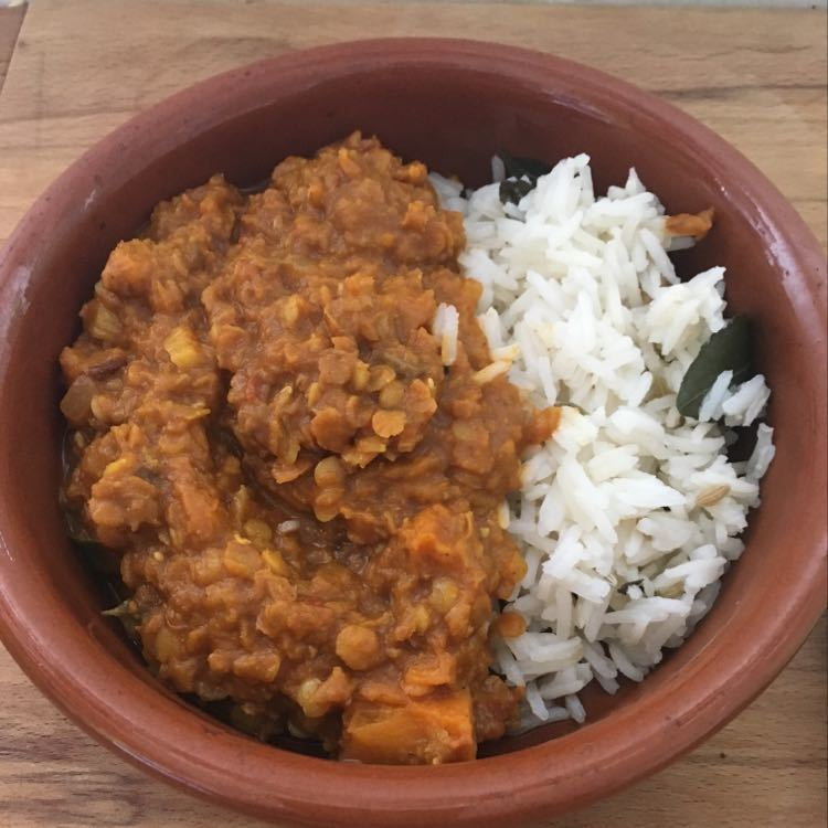 1 portion of pumpkin dhansak with scented rice
