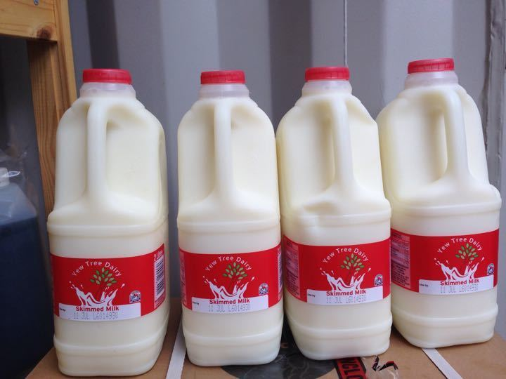 Skimmed milk 4x 2L