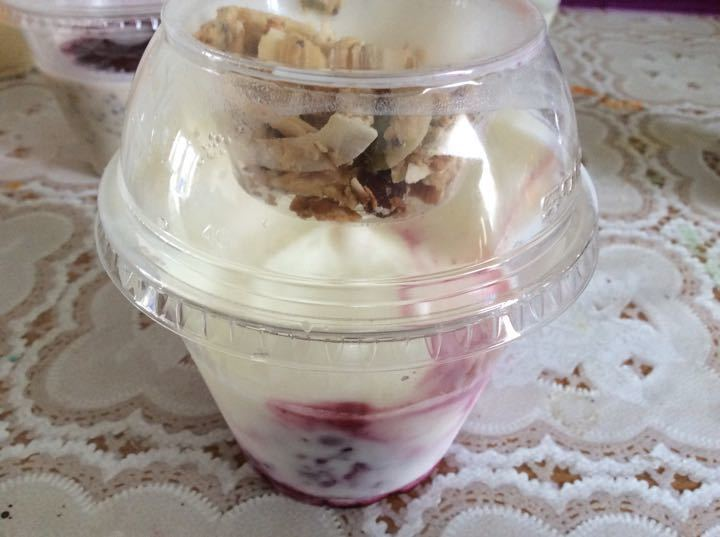 Berry pot and muesli