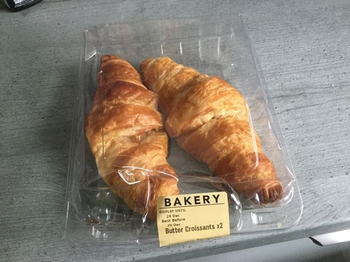 Pack of two butter croissants