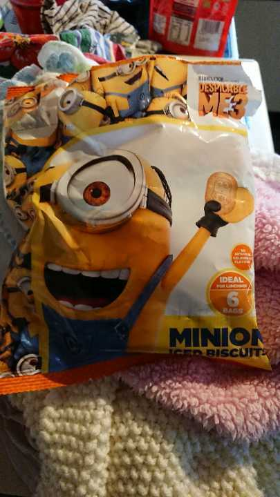 Minions iced biscuits