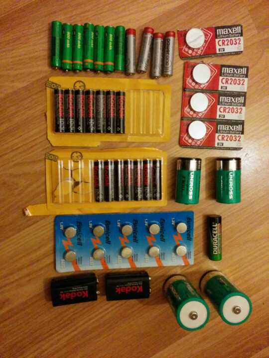 Assorted disposable and rechargeable batteries (mostly AAA)
