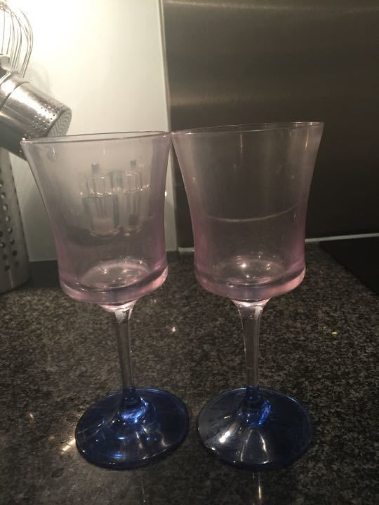 2 Plastic wine glasses