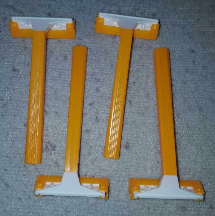 4 razors - not used