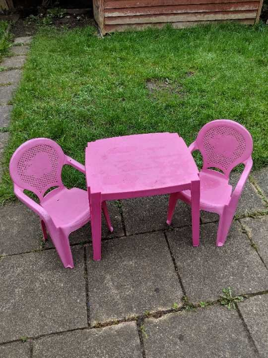 Kids Garden table and chairs