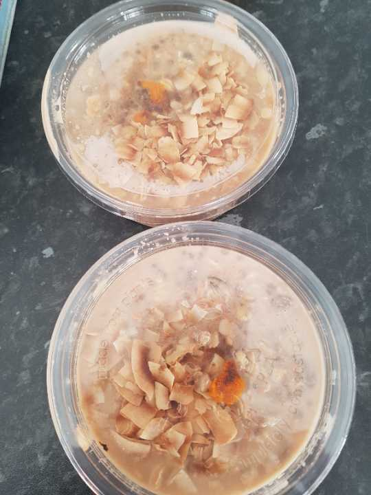 Some kind of oats with roasted almond shaving from Moo