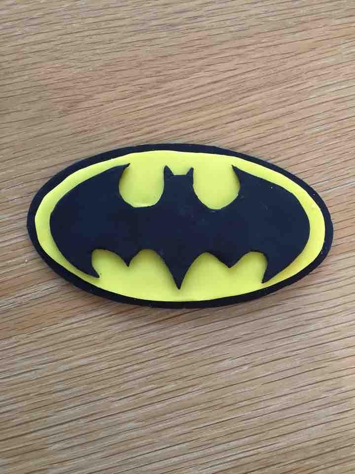 Fondant Batman logo