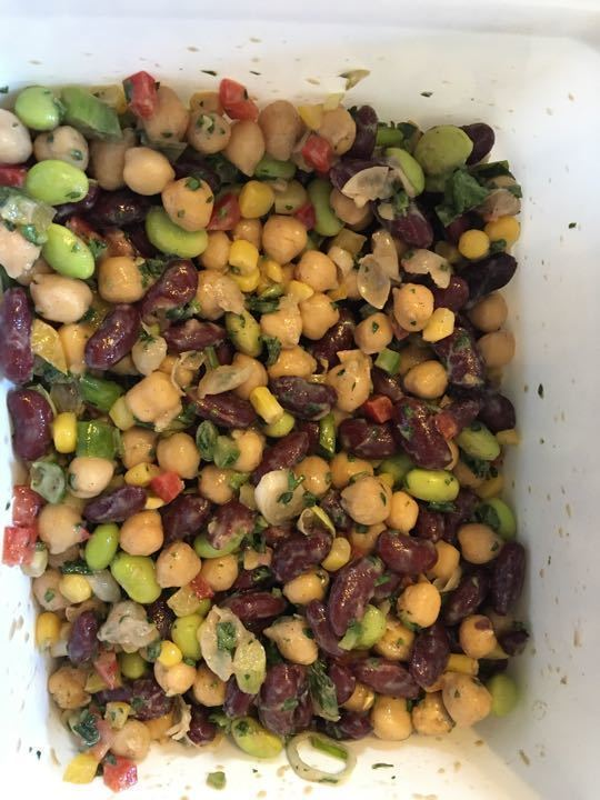 Bean salad with peppers and onions