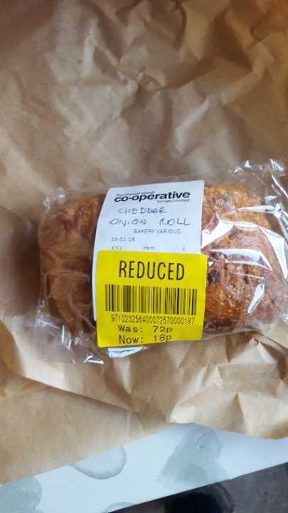 Cheddar onion roll