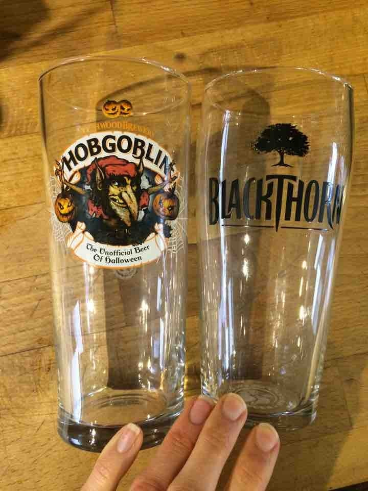 2x pint glasses