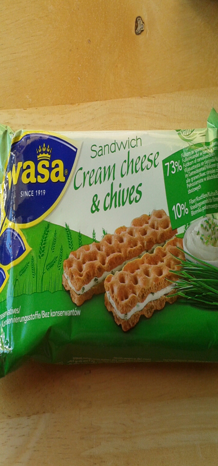 Wasa sandwich cream cheese & chives crackers,