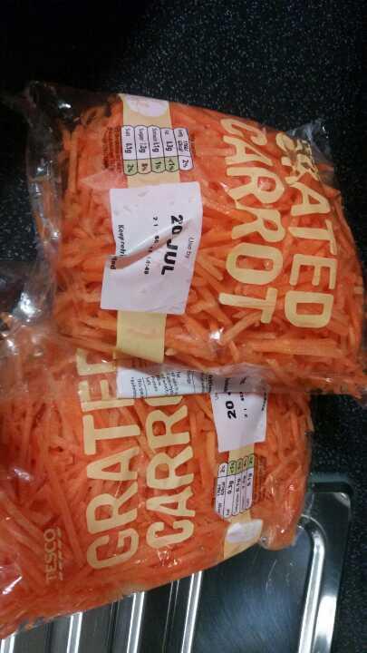 Grates carrots