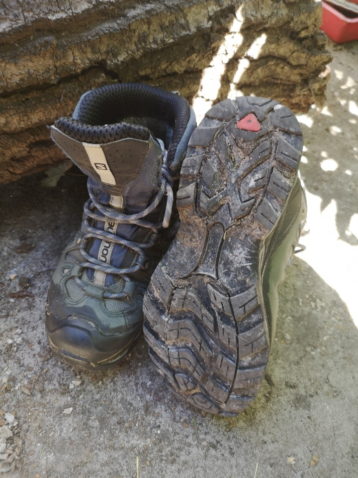 USED Salamon Trail-runners 3.5 UK