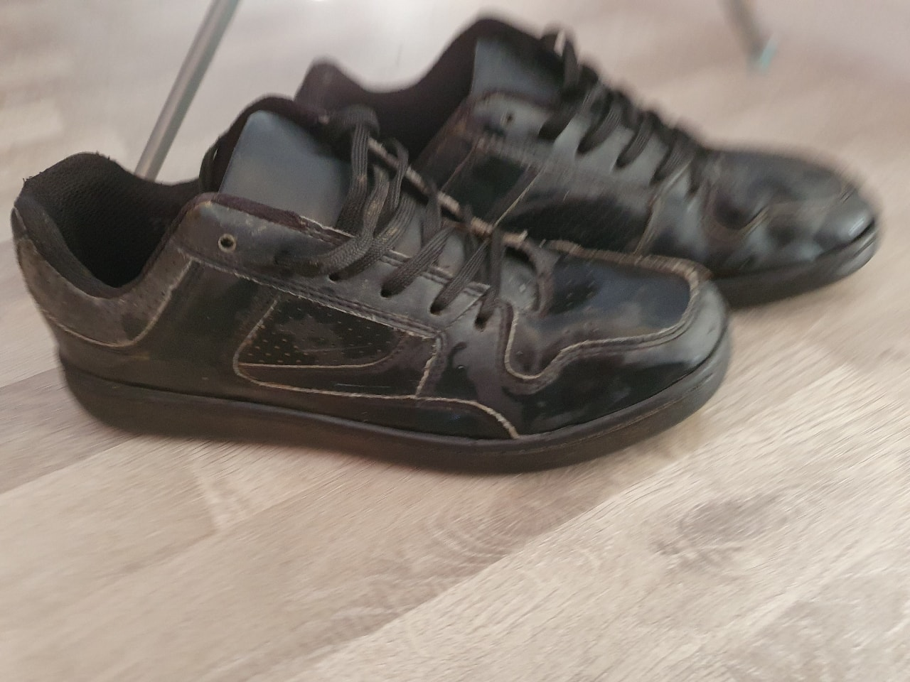 Boys size 7 school shoes (adults)