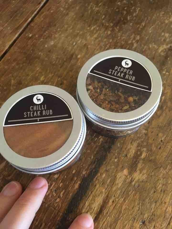 2x small pots of steak rub